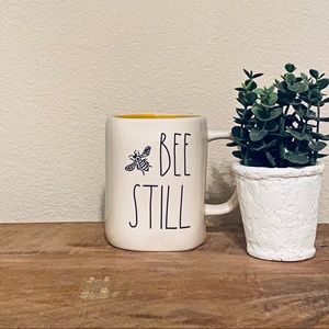 Rae Dunn BEE still 🐝 mug
